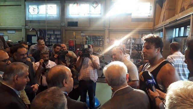 احسان حدادی خطاب به وزیر ورزش: سیاه شدنم بخاطر تمرین زیر آفتاب است نه سولاریوم!