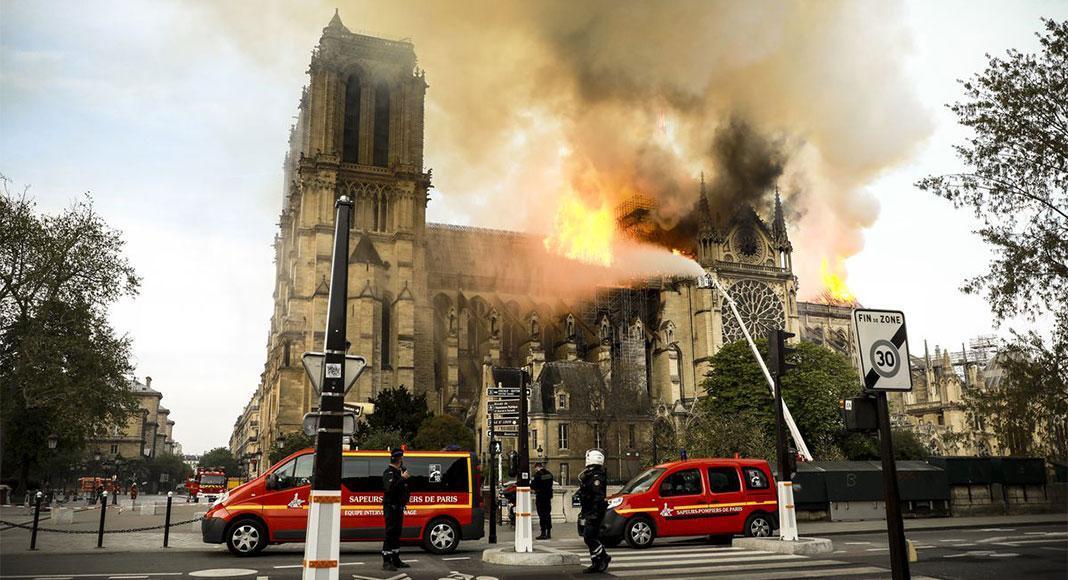آتش سوزی کلیسای نوتردام دنیا را به شوک فرو برد