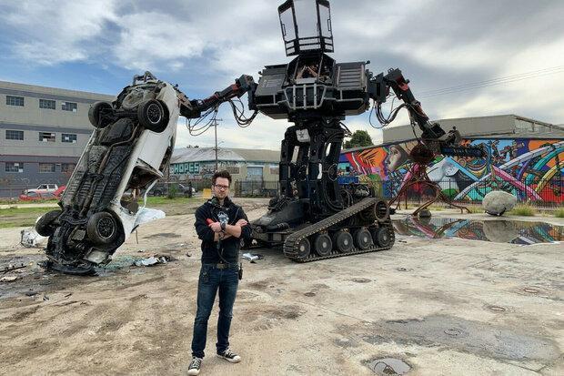 ربات غول پیکر مبارز حراج شد