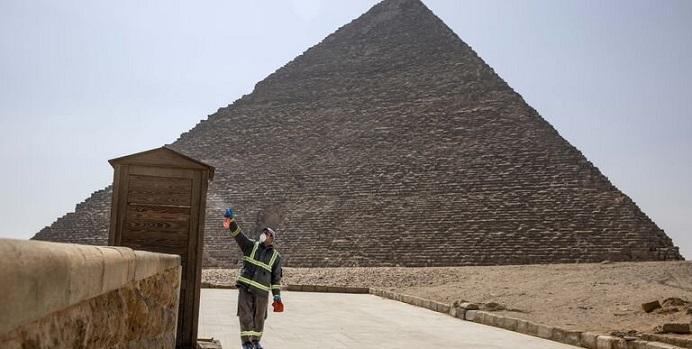 اهرام ثلاثه مصر ضد عفونی شدند به امید زنده شدن گردشگری پس از کرونا