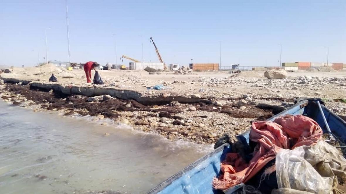 پاکسازی خط ساحلی مجتمع بندری نگین بوشهر