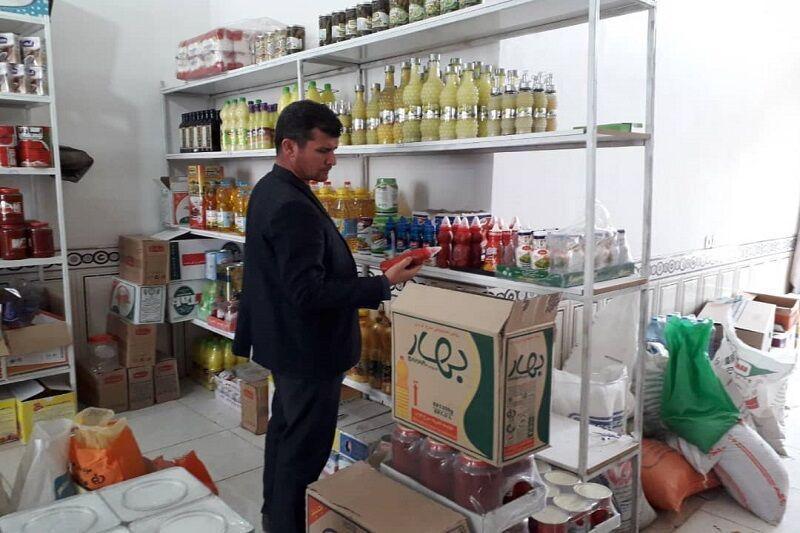 خبرنگاران 400 کیلوگرم مواد غذایی غیرقابل مصرف در مهاباد کشف و ضبط شد