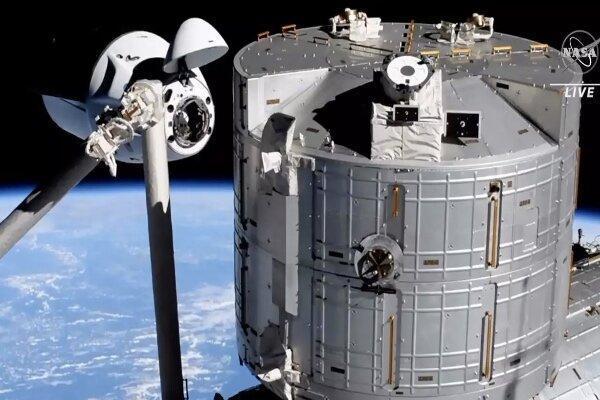 اسپیس ایکس 4 فضانورد را به ایستگاه فضایی بین المللی رساند