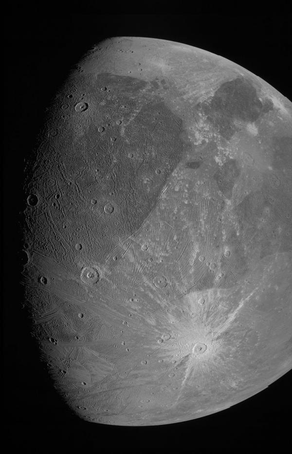 عکس های تازه کاوشگر جونو از گانیمد، عظیم ترین قمر منظومه شمسی